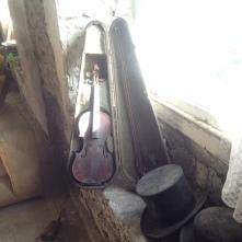 Violin, Top Hat, Bolwer